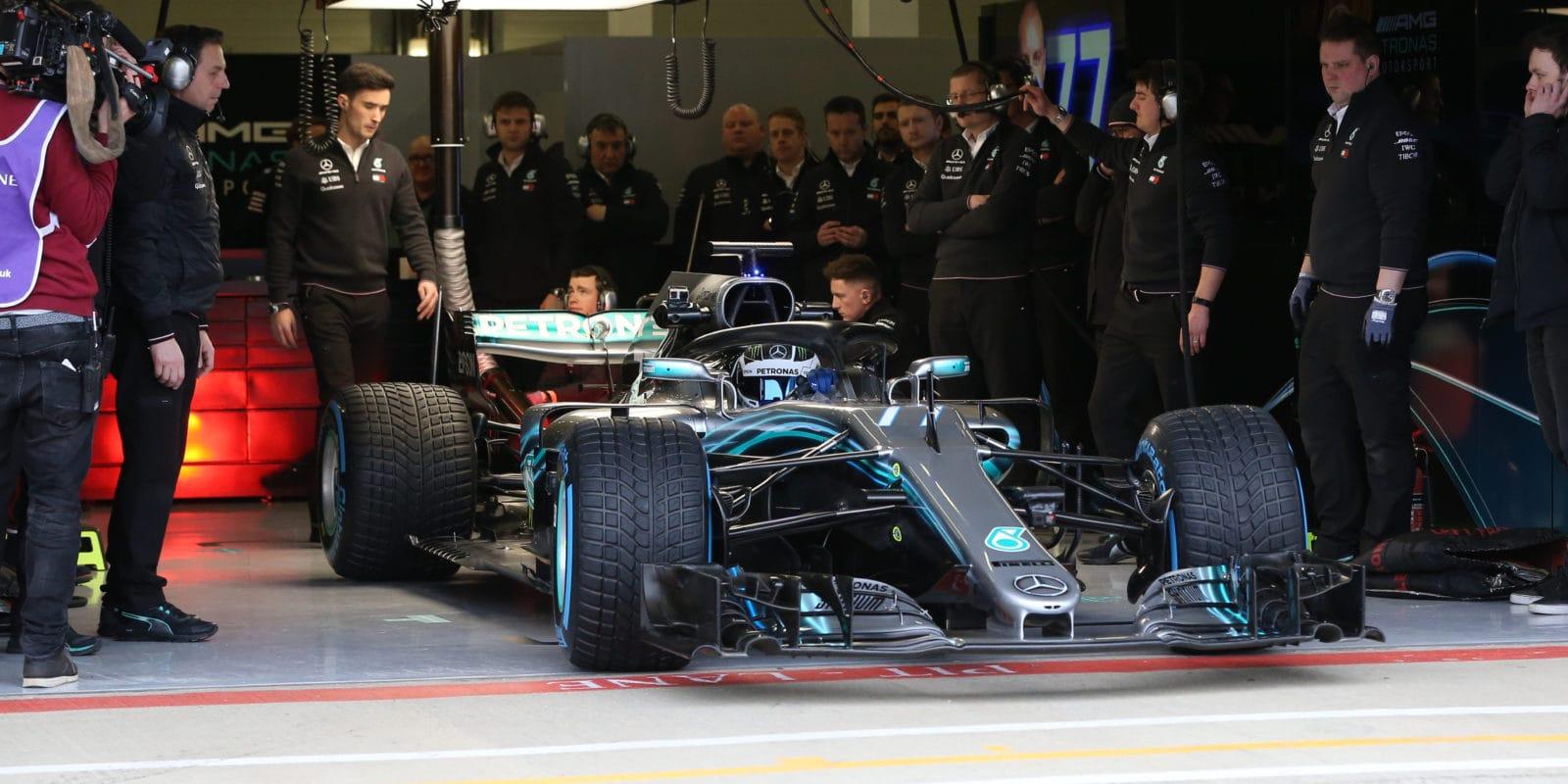 Mercedes zveřejnil datum odhalení letošního vozu
