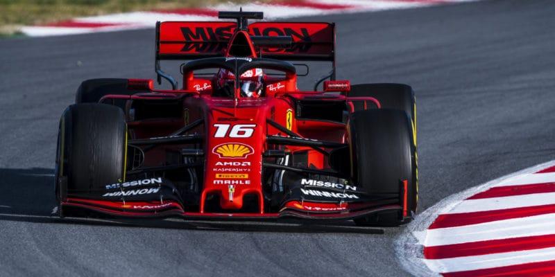 Konkurence mlží, pravou rychlost skrývá, věří Leclerc
