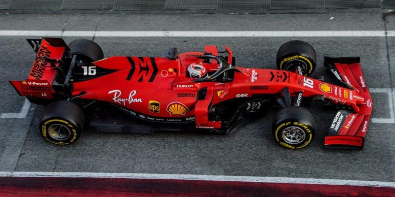 Leclerc vrátil Ferrari našpici, Gasly znovu tvrdě havaroval