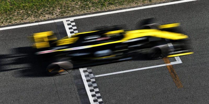 Renault vyřešil problém sDRS, systém znovu používá
