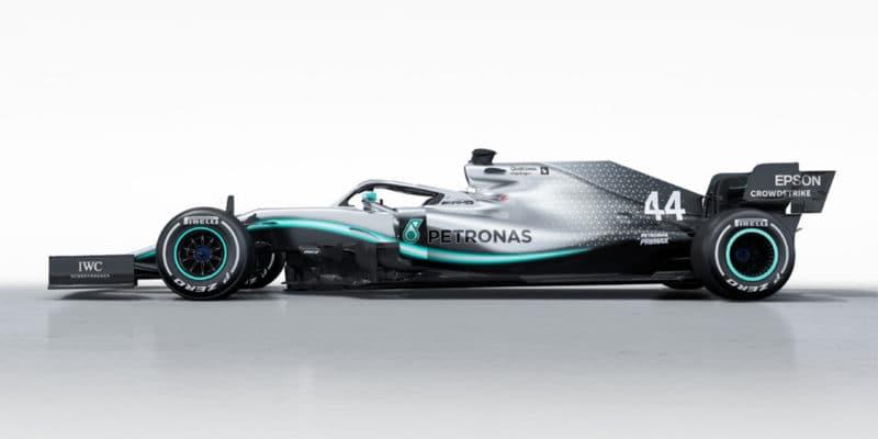 Mercedes představil nový W10 projížďkou po trati