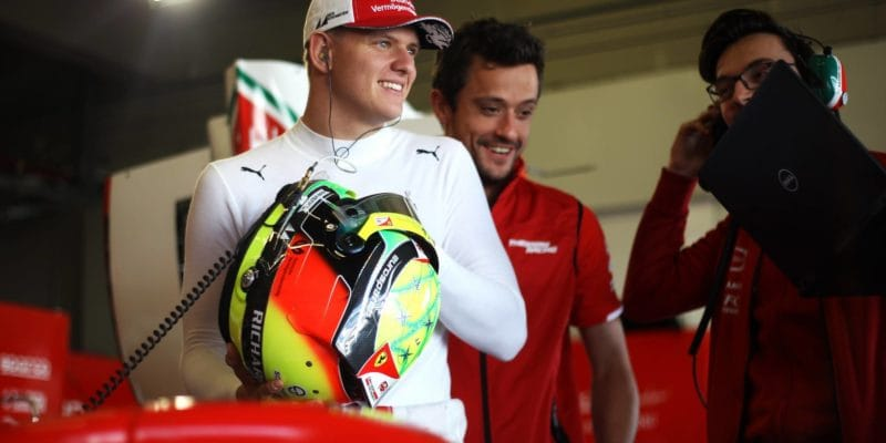 Mick Schumacher bude testovat vůz Ferrari