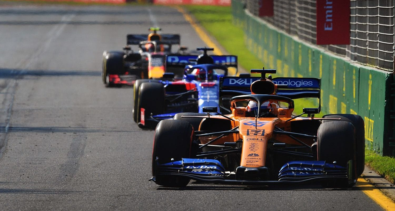 Odstoupení ze závodu bolí, řekl Carlos Sainz
