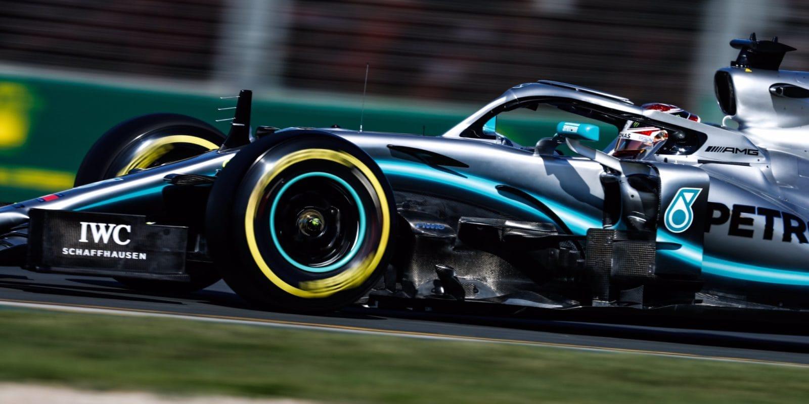 Také odpoledne Mercedes oparník předkonkurencí
