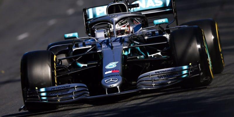 První pole position sezóny získal Hamilton, Ferrari nestíhá