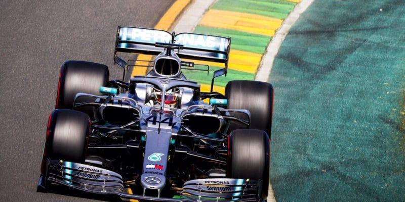 Hamilton nejrychlejší také ve třetím tréninku
