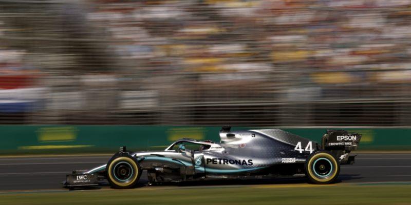 Mercedes věří, že poškození způsobil obrubník