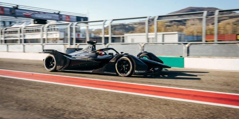 Vůz Mercedesu pro Formuli E byl poprvé natrati