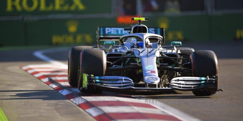 Bottas ustál tlak Hamiltona a vítězí v Baku!
