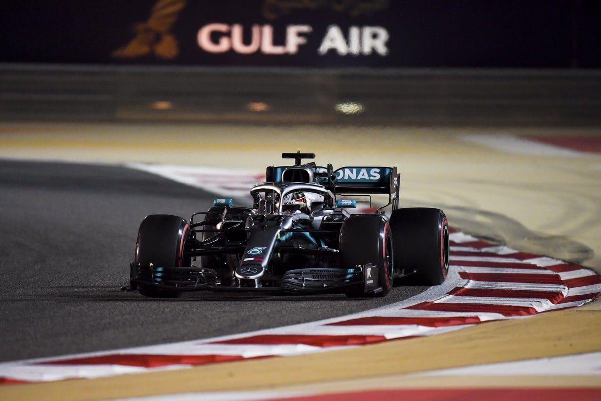 Hamilton brání Vettela: I vícenásobný šampión může chybovat