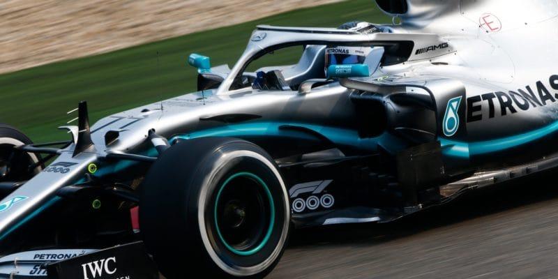 Mercedes vČíně vprvní řadě, Bottas těsně porazil Hamiltona