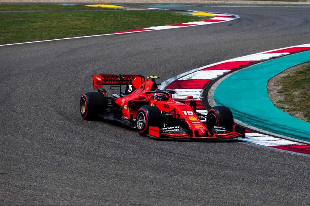 Chaotický víkend, hodnotí prozatímní průběh Leclerc