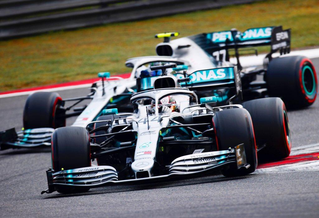 Hamilton vítězem 1000. GP, další double pro Mercedes