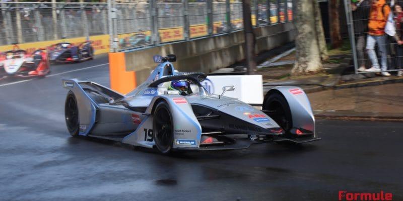 Felipe Massa musel v závodě jet s otevřenou helmou
