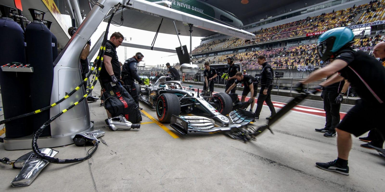 Mercedes musel napříkaz FIA upravit přední křídlo