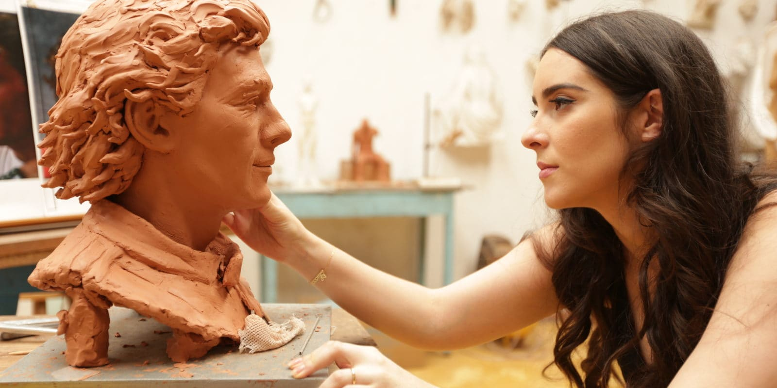Papež František odhalí bustu Senny