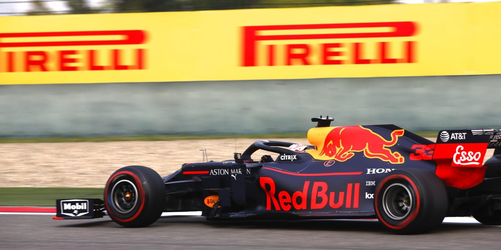 Verstappen věří, že ve středu sezóny může bojovat o vítězství