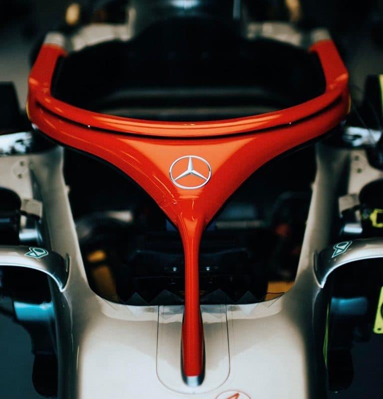 Mercedes použije rudou svatozář napamátku Laudy