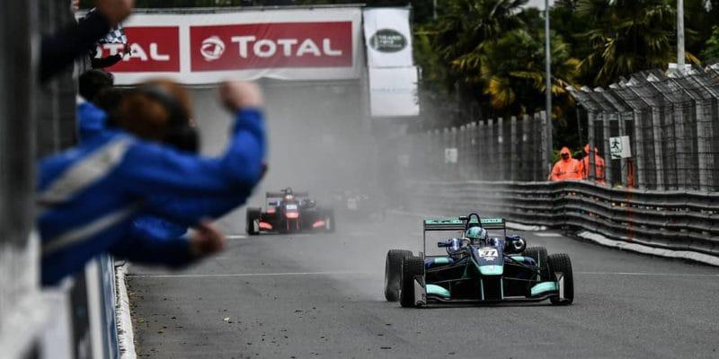 Předloni přišel o nohy, dnes Monger z chvostu pole vyhrál v Pau!