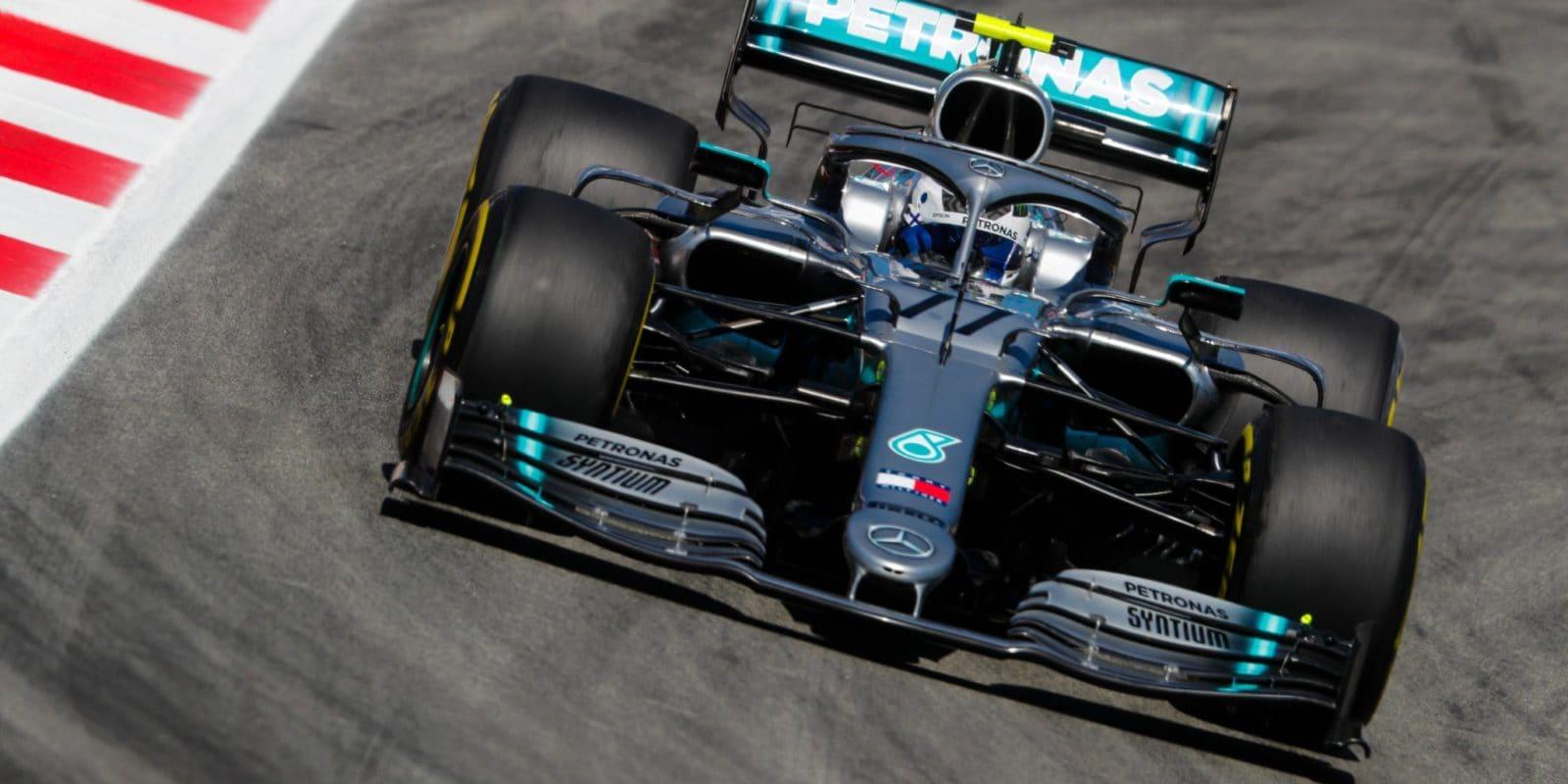 Odpoledne Bottas těsně před Hamiltonem, Ferrari ztrácí
