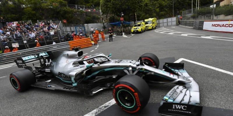 Mercedes dominuje druhému tréninku vMonaku