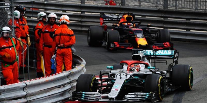 Hamilton odolal Verstappenovi a vítězí