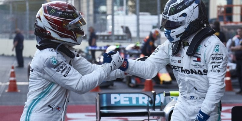 Proč Lewis Hamilton ztratil čas během VSC?