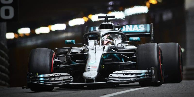Monackou kvalifikaci ovládl Hamilton, Ferrari propadlo