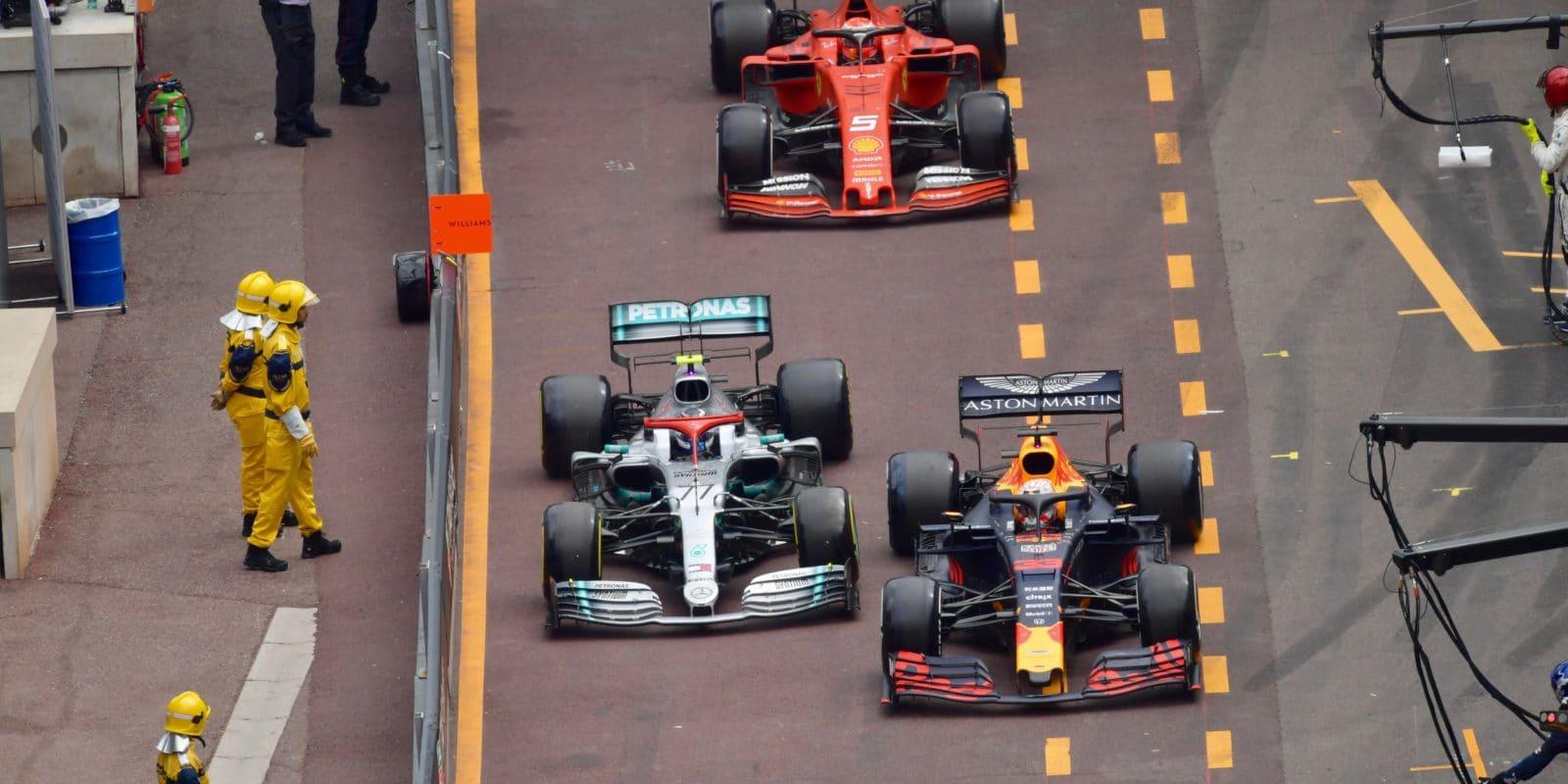 Bottas: Verstappen mě pořád hnal doprava
