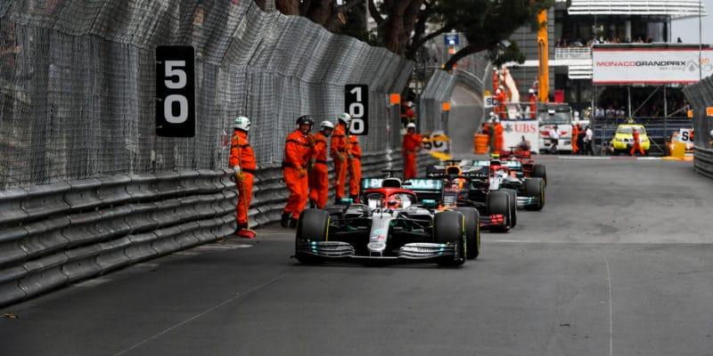 """Jak se Hamilton """"odvděčil"""" týmu za jízdu na sjetých gumách"""