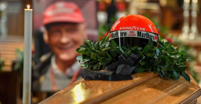 Osobnosti F1 naposledy projevily úctu na pohřbu Laudy