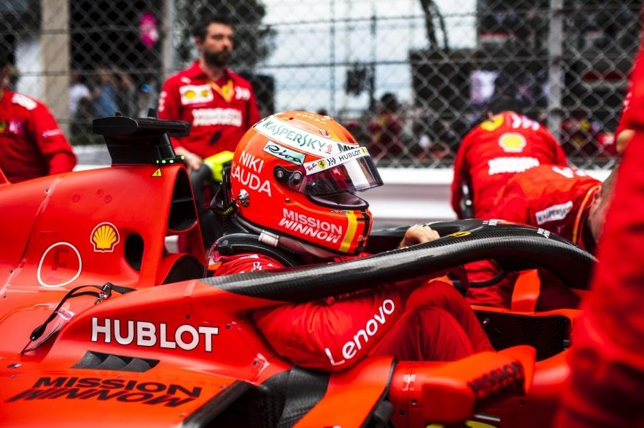 Jezdecké duo Ferrari nasadí nové turbo aMGU-H