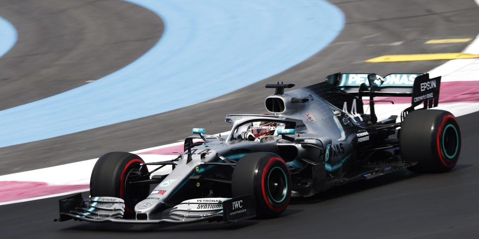 První trénink GP Francie ovládl Mercedes