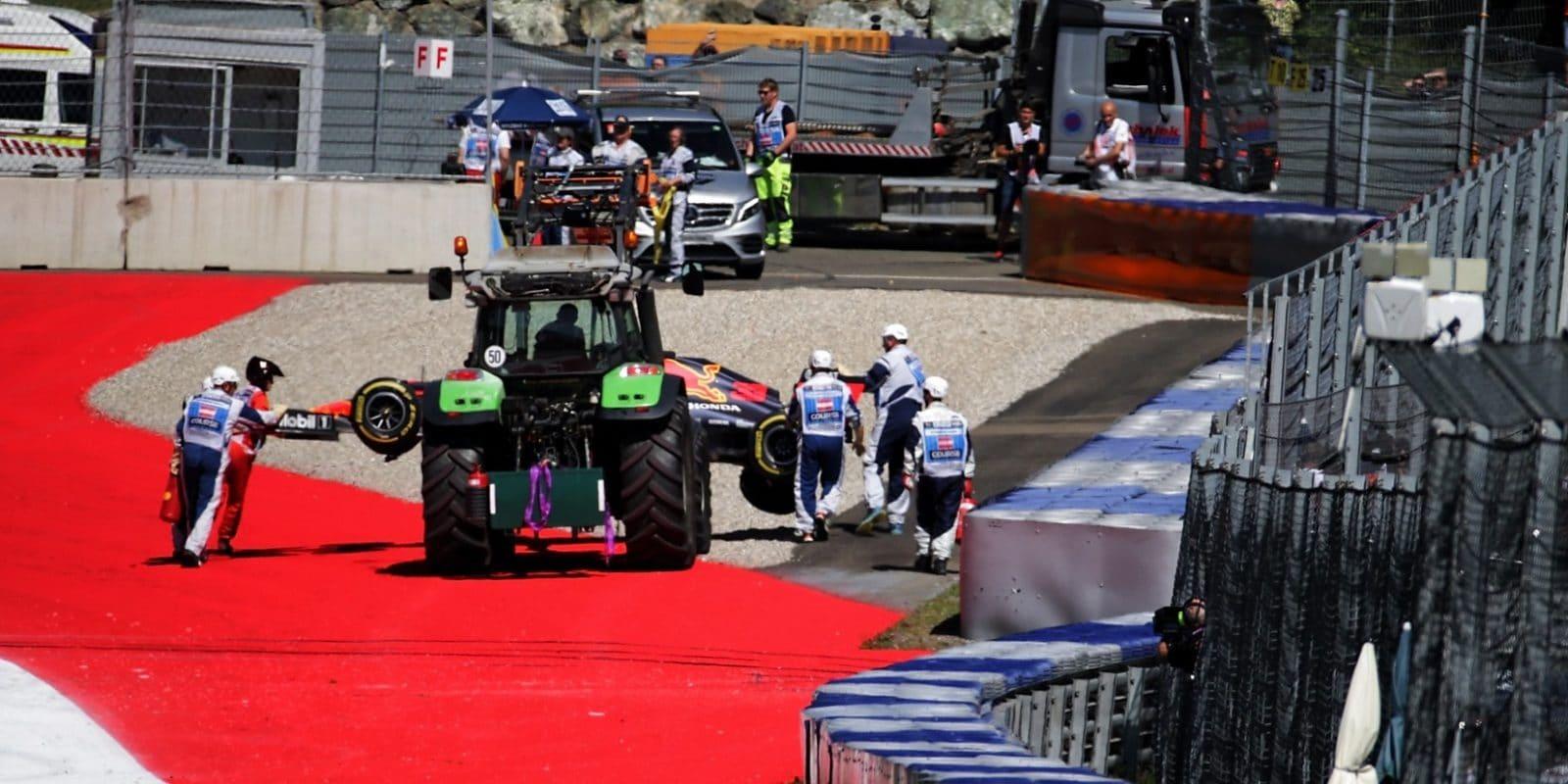 Bohužel, ale stalo se, říká po nehodě Verstappen