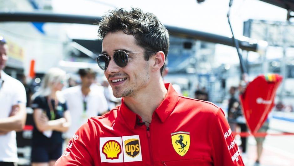 Leclerc nepociťuje ve Ferrari větší tlak
