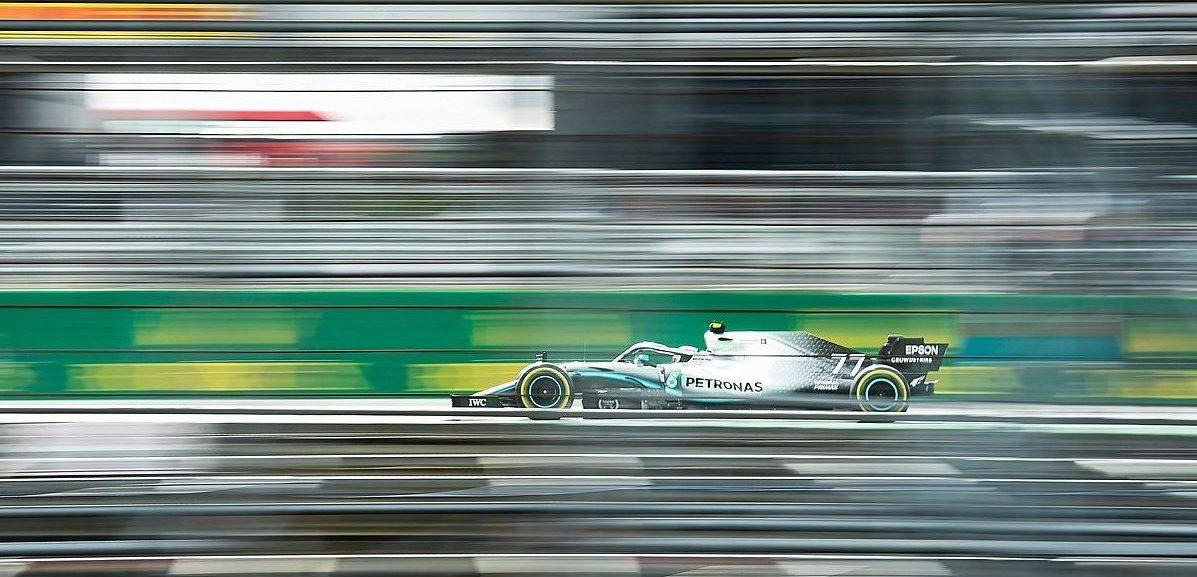 Druhý trénink ovládli jezdci Mercedesu