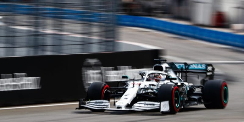 Kvalifikaci vyhrál Hamilton, katastrofa uFerrari