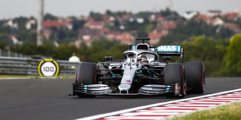 První trénink vMaďarsku ovládl Lewis Hamilton