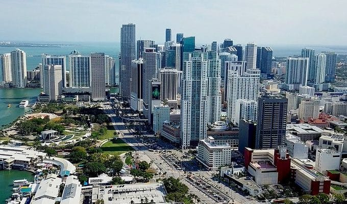 Carey: F1 dělá pokroky v jednání s Miami