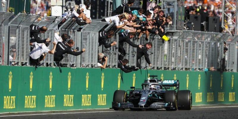 Závod naHungaroringu vyhrál Lewis Hamilton