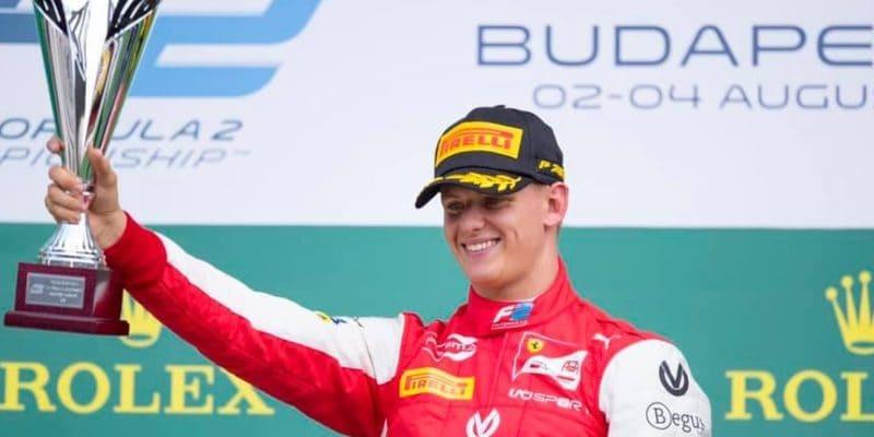 Mick Schumacher vyhral svoj prvý závod vo Formuli 2