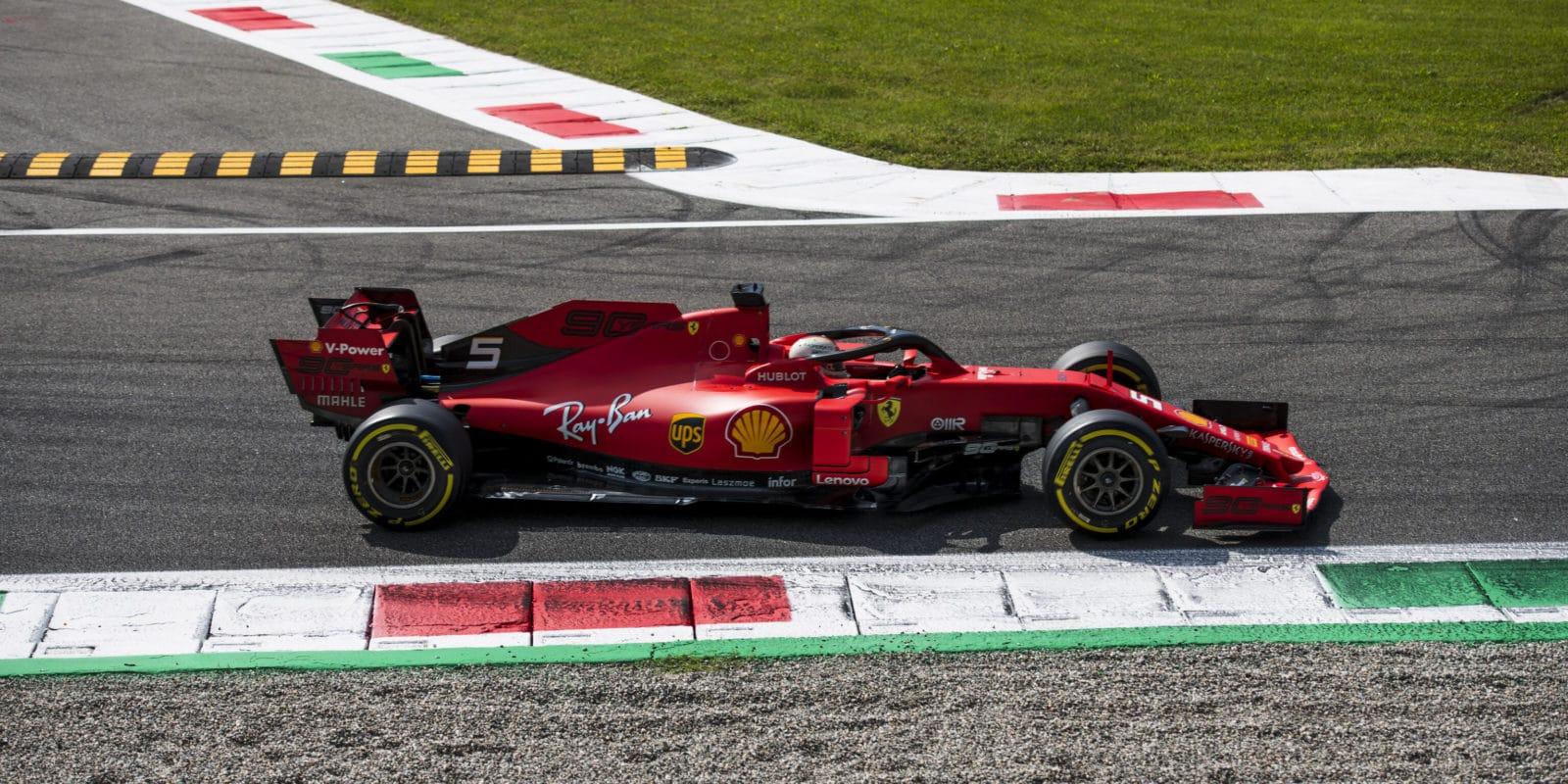 Vettel se přiblížil zákazu startu