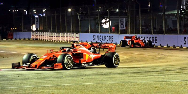 Motor Ferrari poddohledem, týmy honí FIA