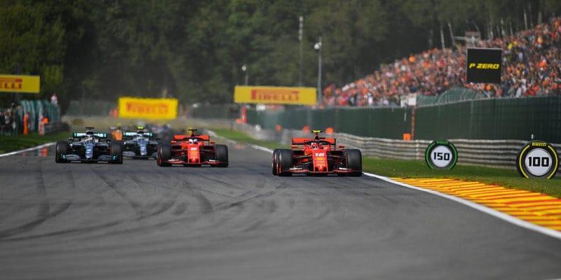 V Belgii těsně vyhrál Leclerc, Verstappen havaroval