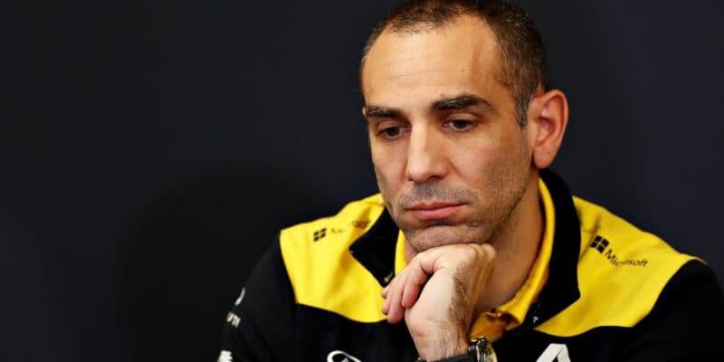 """Renault """"senestydí,"""" že bojuje sMcLarenem"""