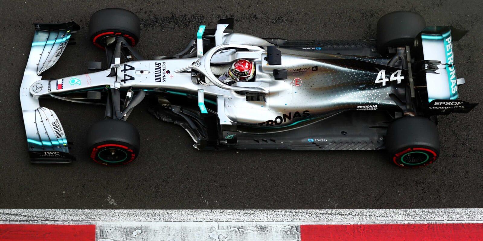 Mercedes v Mexiku překvapil, triumf si odváží Hamilton