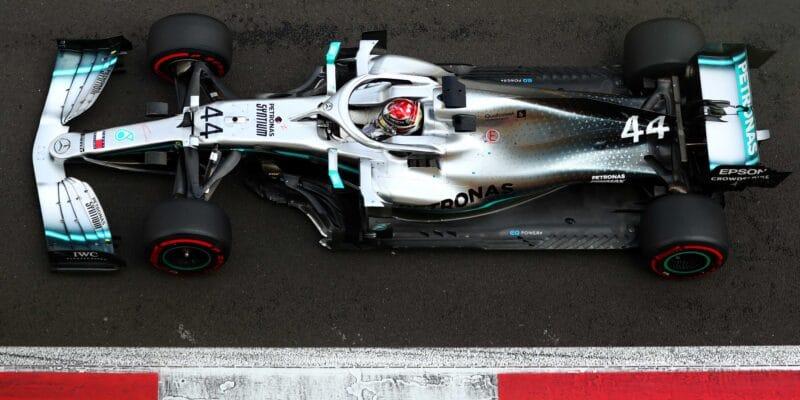 Hamiltonovi komplikovalo závod poškození podlahy