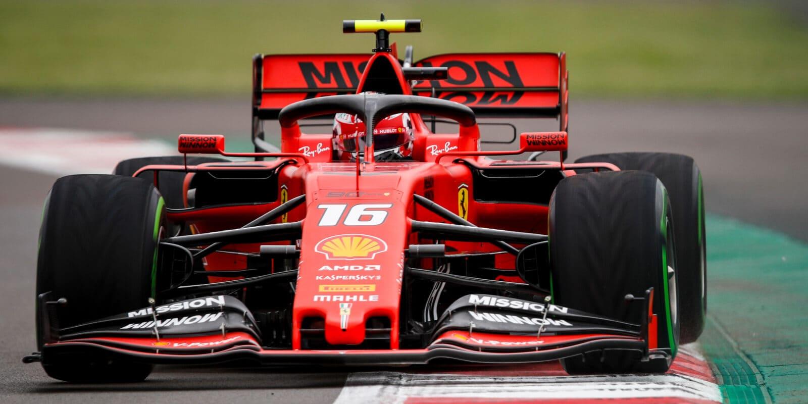 V mokrém mexickém tréninku nejrychlejší Leclerc