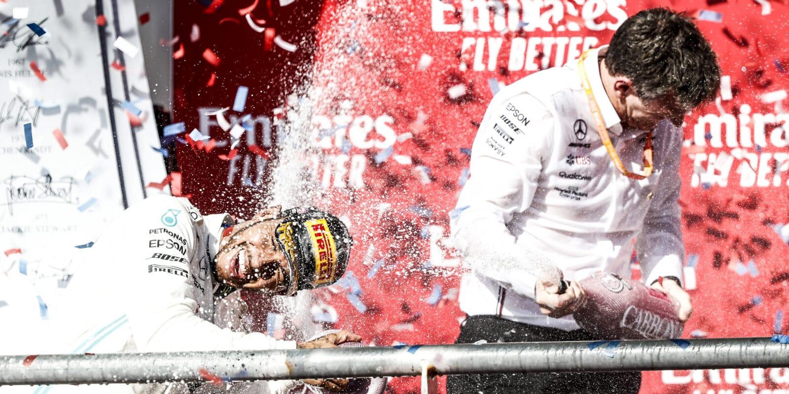 Hamilton chce zůstat s Mercedesem i po skočení závodní kariéry