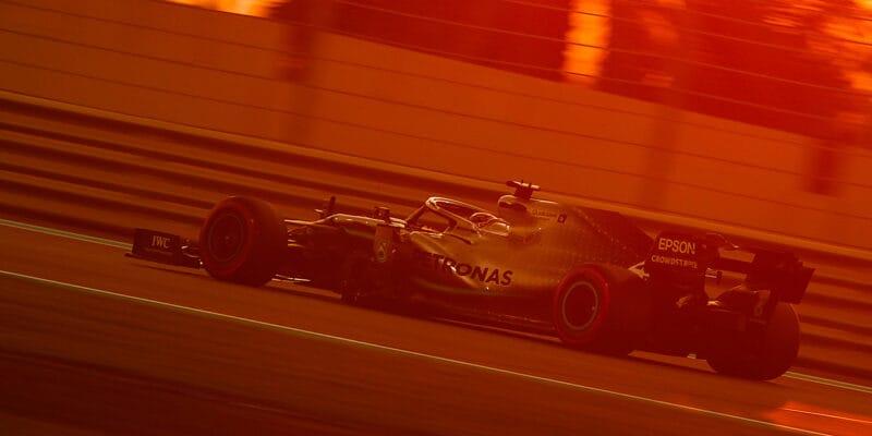 Kvalifikaci v Abú Zabí ovládl Lewis Hamilton